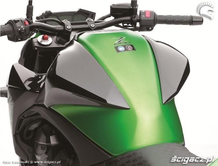 Kawasaki Z800 2013 zbiornik paliwa