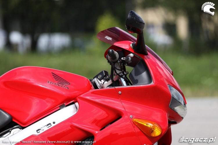 bok motocykla VFR