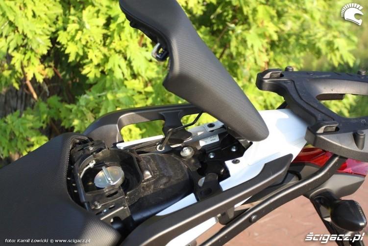 Honda NC 750 X wlew paliwa