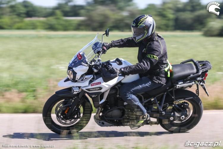 szybka jazda Triumph Explorer XD