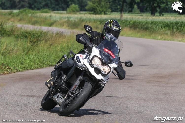 wiejska droga Triumph Explorer XD
