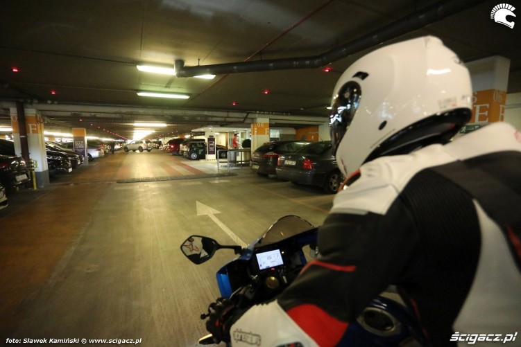 gsxr 1000 parking podziemny