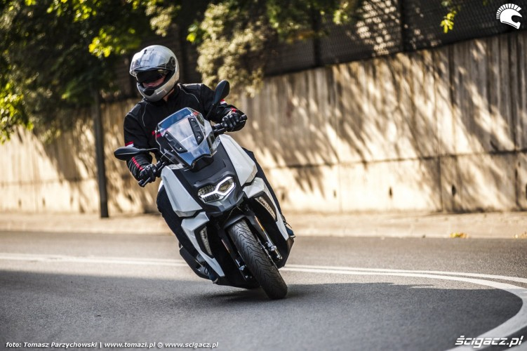 BMW C 400 X test 2019 01
