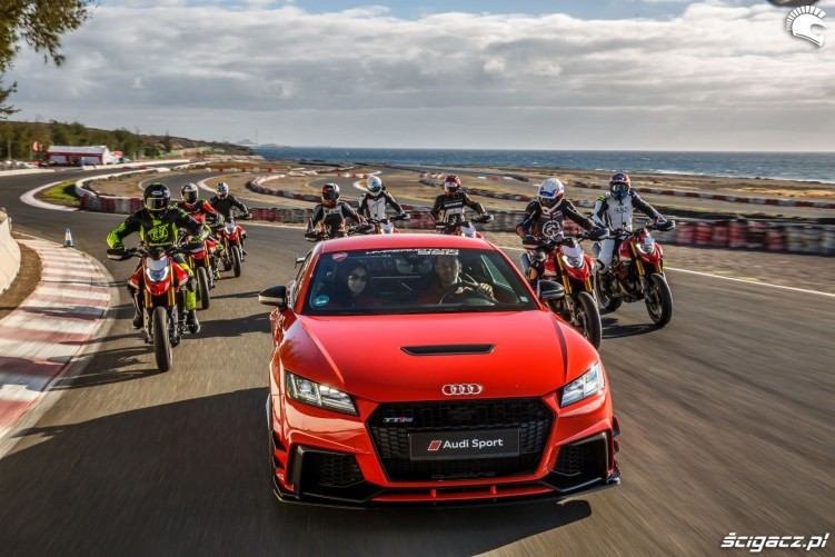 Hypermotard 950 audi safety car