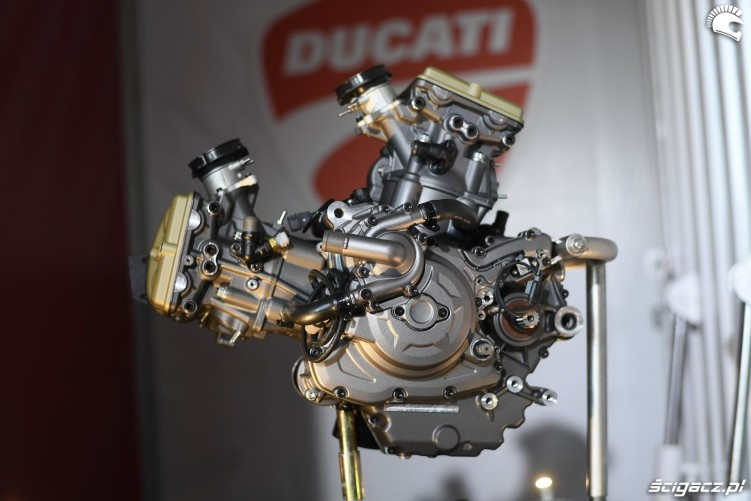 Hypermotard 950 silnik ducati