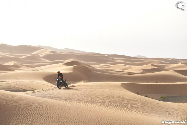 790 adventure pustynia wydmy piach