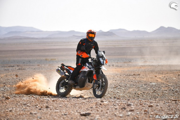 KTM 790 Adventure off road 21