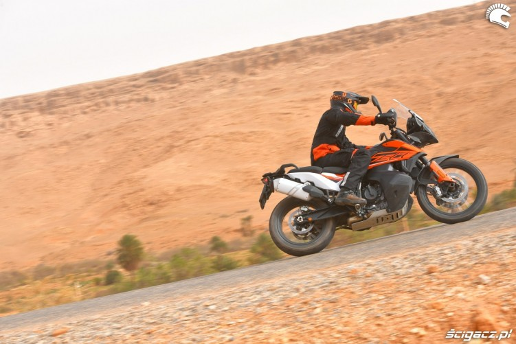 KTM 790 Adventure on road 07