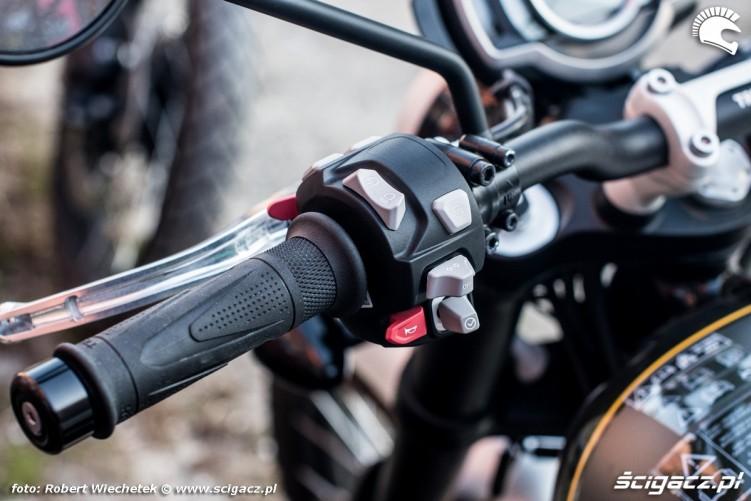Triumph Scrambler 1200 XC prawa manetka