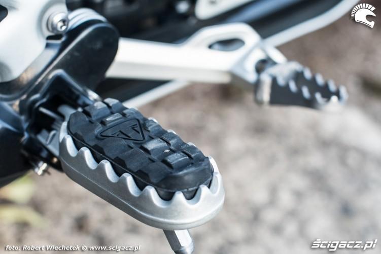 Triumph Scrambler 1200 podnozek prawy