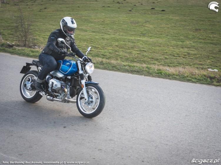 14 BMW RnineT5 37 jazda pole