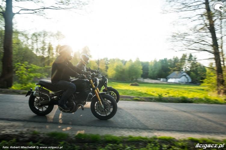 09 Ducati Scrambler 800 Ducati Scrambler 1100 razem w trasie