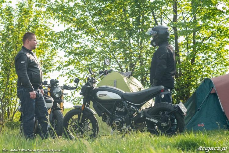Ducati Scrambler 800 Ducati Scrambler 1100 na lonie natury