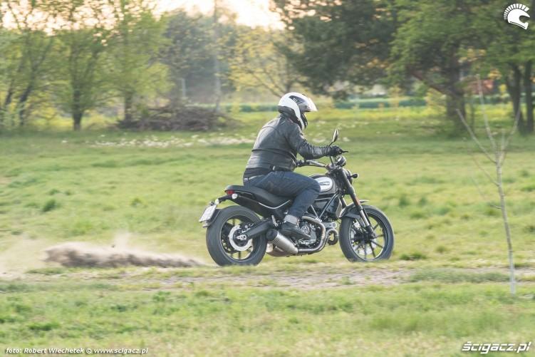 Ducati Scrambler 800 pelnym ogniem