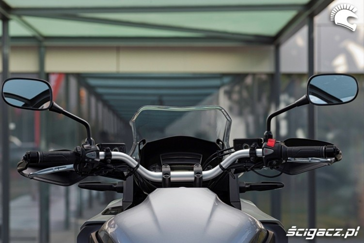 Honda CrossTourer 2012 za kierownica