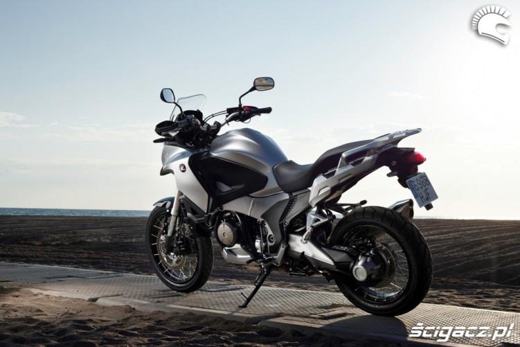 Na plazy Honda CrossTourer 2012
