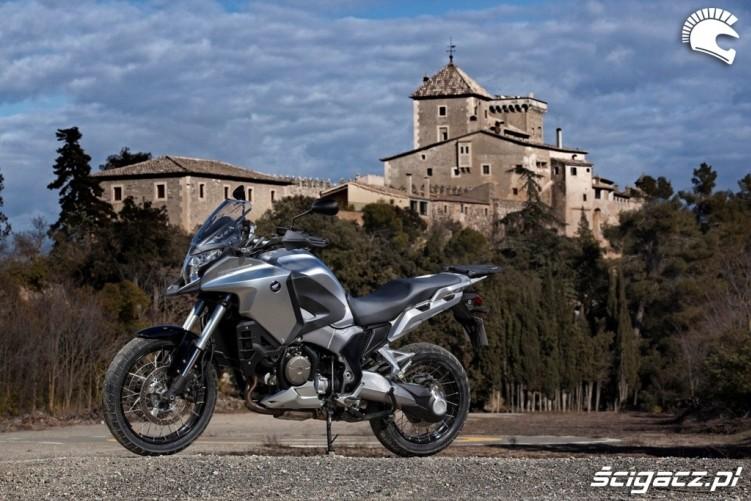 Przy zamku Honda CrossTourer 2012