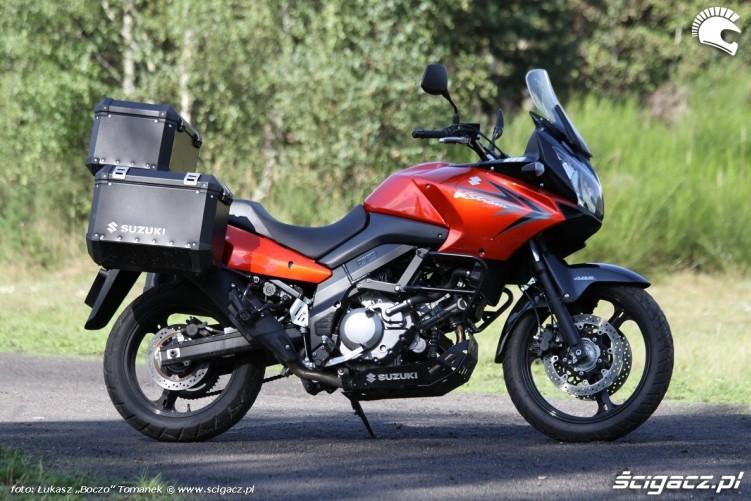 DL z boku Suzuki DL650 test