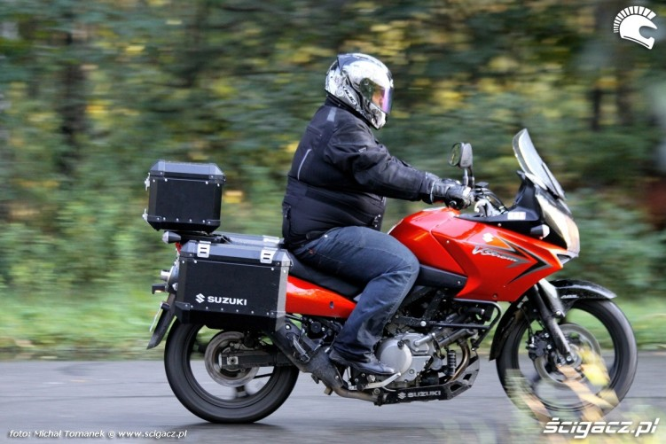 prawy bok Suzuki DL650 test