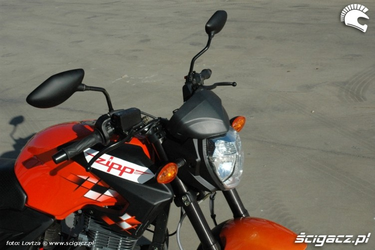 Zipp Nitro 250 2010 przod lampa