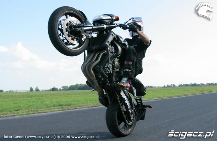 fz1 raptowny wheelie