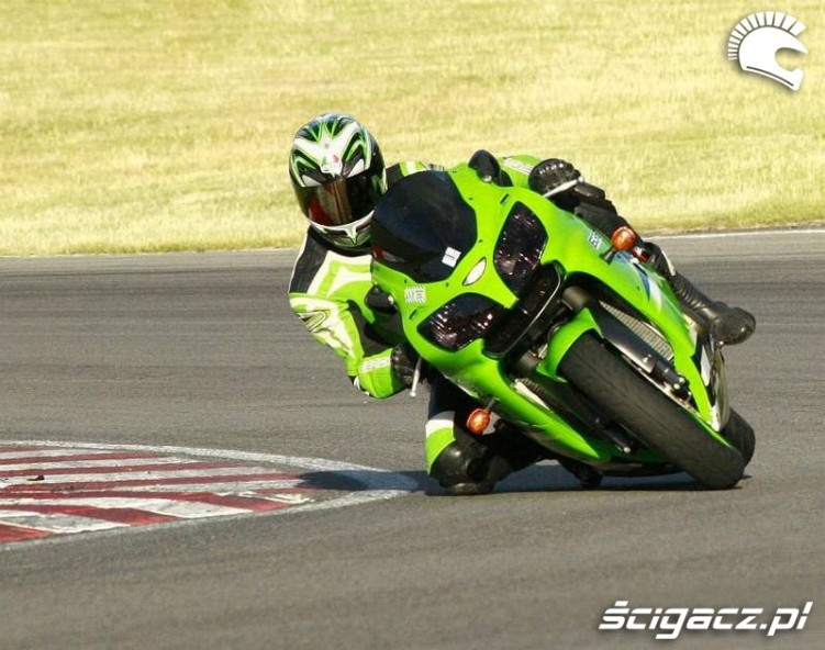 Kawasaki ZX6R racing green