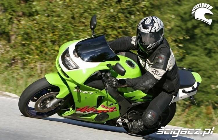 Ninja w zakrecie Kawasaki ZX6R