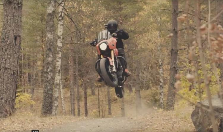 Harley Davidson w locie
