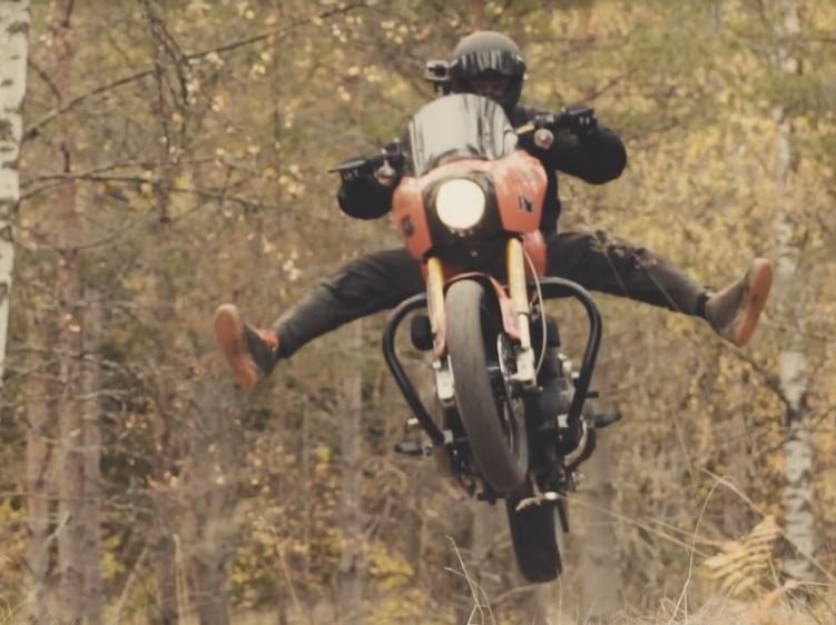 Harley Davidson w powietrzu