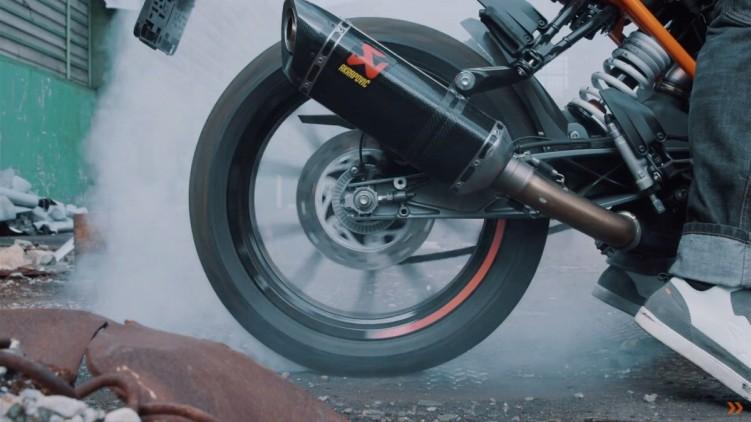KTM 125 DUKE palenie