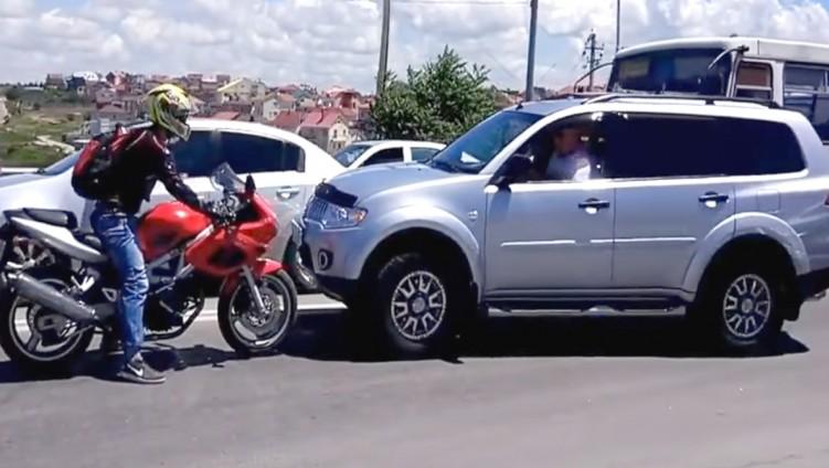 motocyklista czolowo samochod pod prad w rosji