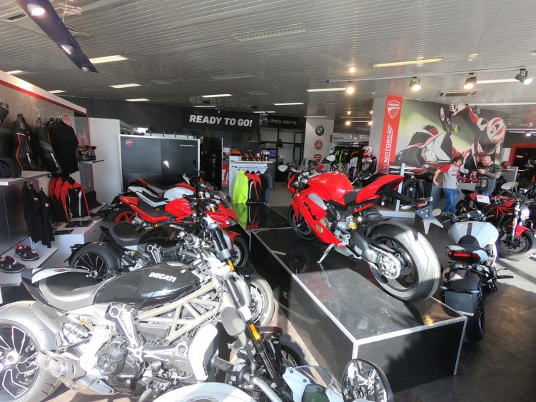Salon IM Inter Motors Warszawa Lopuszanska 16