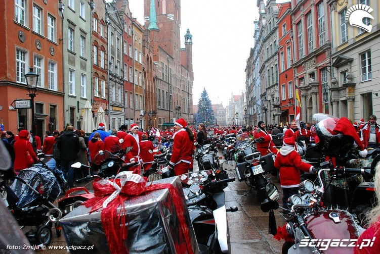 Rynek w Gdansku i motocyklsci na Mikolajki