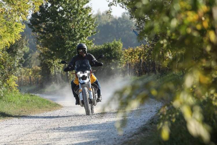 44 Moto Guzzi V85 TT