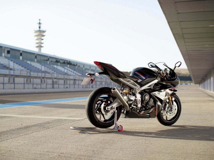Triumph Daytona Moto2 765 14 1