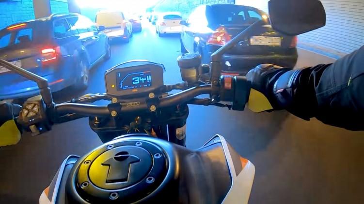 KTM 890 Duke R kokpit
