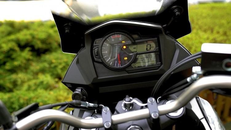 17 Suzuki DL 650 XT zegary