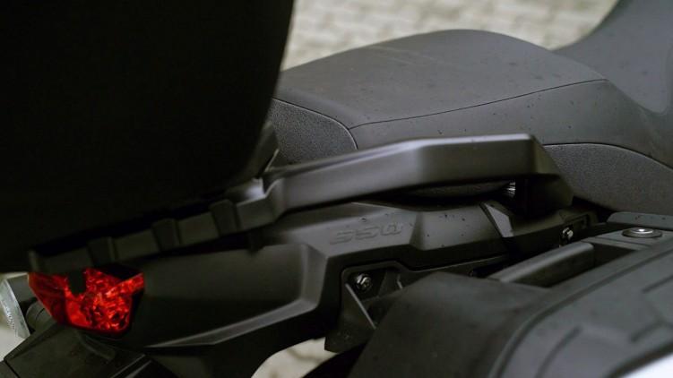 18 Suzuki DL 650 XT siodlo uchwyt