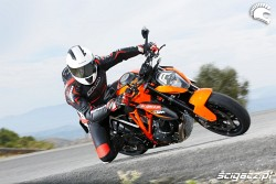KTM SuperDuke 1290 R kolano
