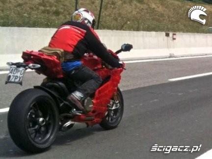 Ducati 1199 Xtreme na autostradzie
