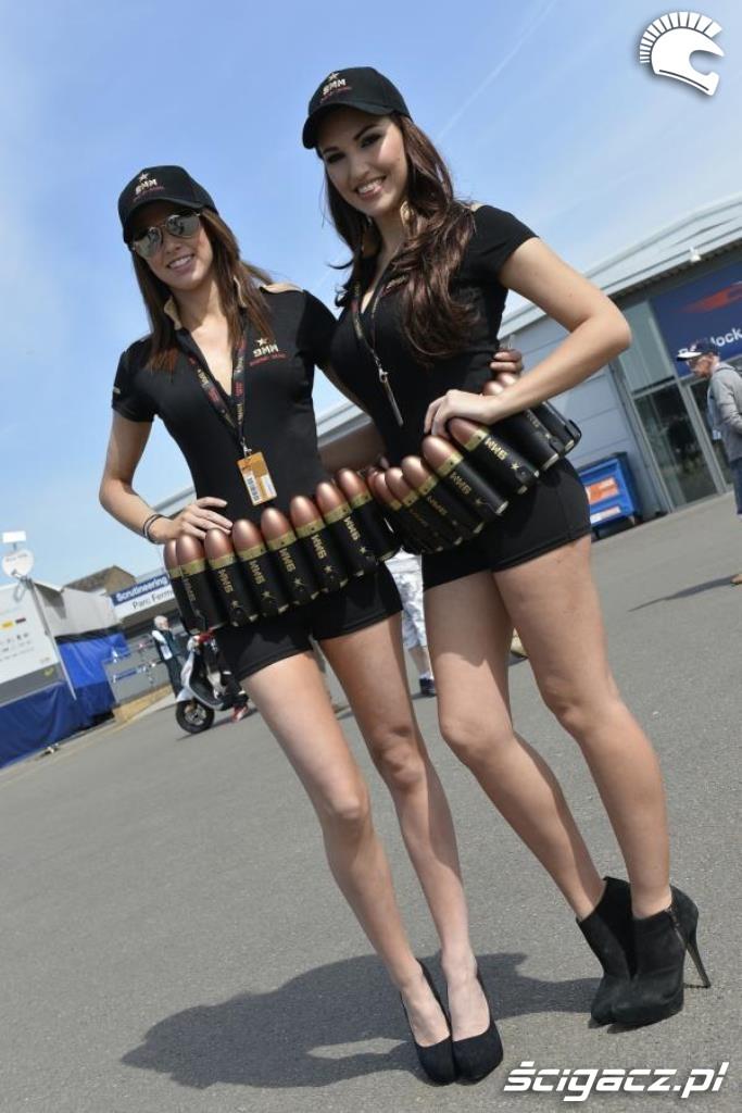 Zdjęcia: WSBK Donington dziewczyny uzbrojone - Laski na