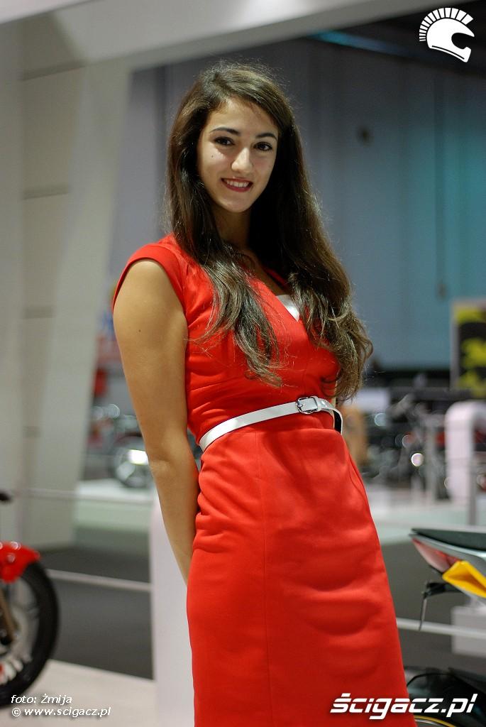 eicma 2014 hostessa czerwona sukienka