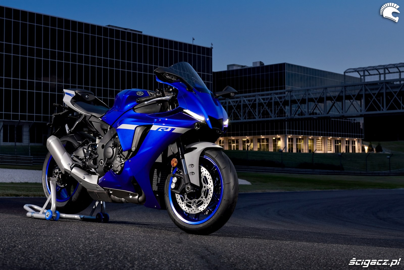 Yamaha R1 2020 statyka 8