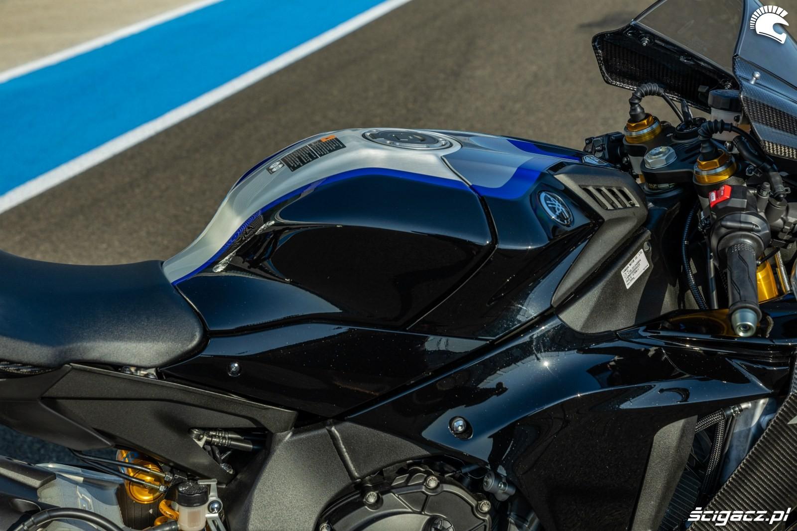 Yamaha R1 M 2020 detale 09