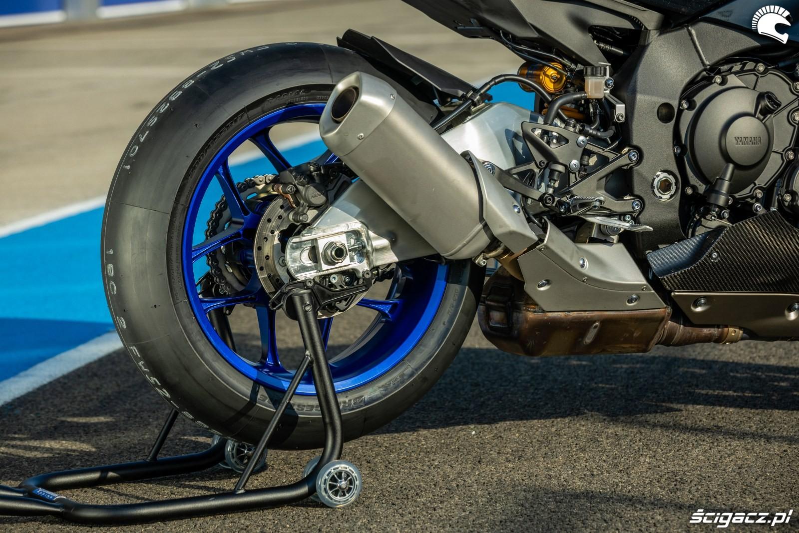 Yamaha R1 M 2020 wydech
