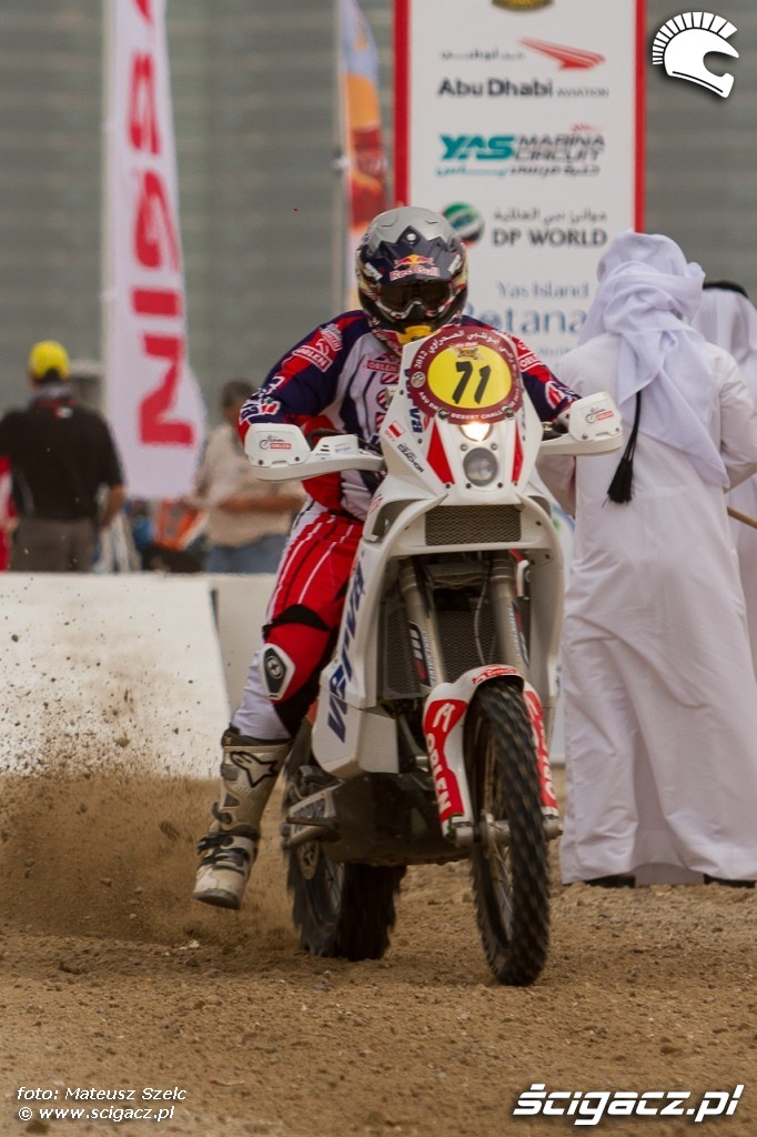 Start do prologu Abu Dhabi Desert Challenge 2012