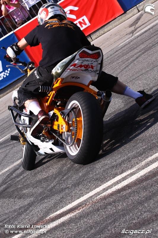 Wheelieholics show Verva Street Racing