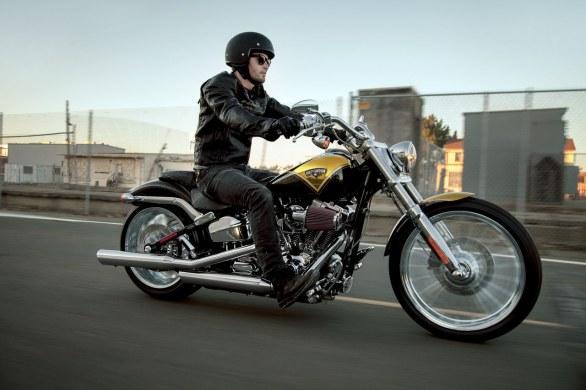 Harley-Davidson-CVO-Breakout 18890 2