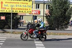 Szkolenie nowych motocyklistow trwa bez przerwy takze dzieki przychylnej pogodzie