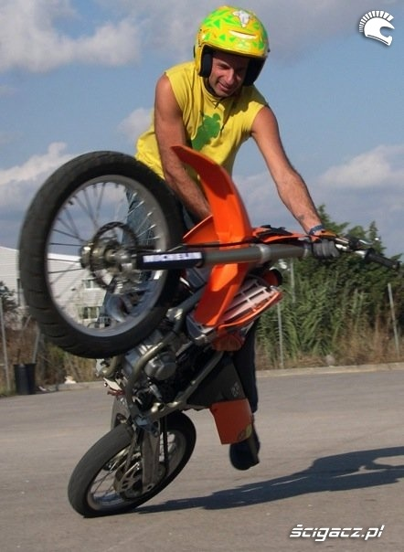KTM 85 stunt riding